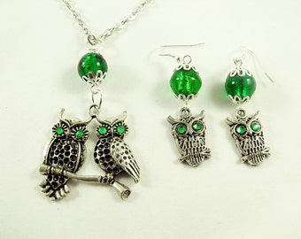 Silver Pendant Necklace And Earring Set, Owl Necklace and Matching Earrings, Emerald Green Rhinestone Eyes Womens Gift Fashion