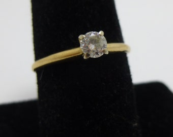 Classic  Single Diamond  Style   25 point  diamond engagment ring in  yellow gold wedding ring