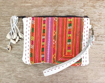 White Leather Wristlet With Vintage Embroidered Fabric Thailand (BG4185.14)