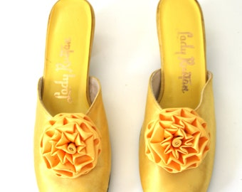 Vintage 60s Mod Shoes Yellow Mules with Pom Pom Flower Size 7.5 US