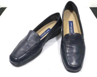 EASY SPIRIT Navy Blue Leather Flats Loafers Size 7.5 or 7-1/2 B / AA