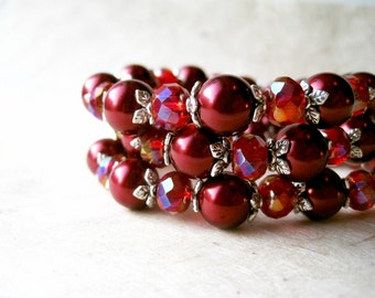 Red Pearl Bracelet. Cranberry and Ruby Beaded Bracelet. Dark Garnet Red Bridesmaid Jewellery. Vintage Inspired Elastic Stretch Bracelet.