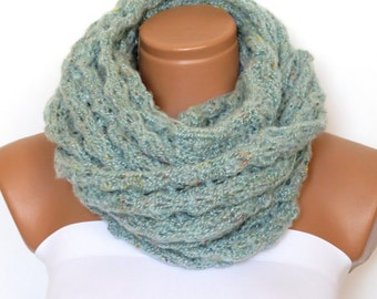 Knit scarf, infinity scarf, ice blue chunky Cowl scarf, winter accessories, light blue circle scarf, cowl scarf, chunky scarves,