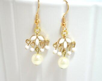 Chandelier Earrings - Pearl or Crystal