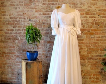 Vintage Simple White Wedding Dress - Sweetheart Neckline  XS  Puff Sleeves - Bustle - Country Wedding - Train - Off Shoulder - Bow with Sash