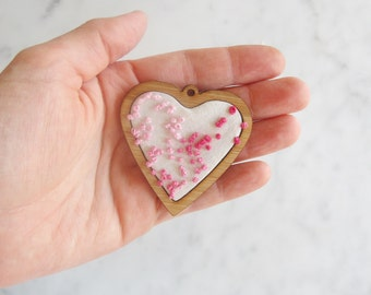 Miniature embroidery frame - Heart shape -  for brooches and necklaces