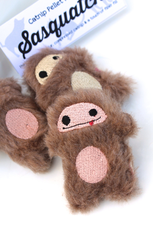 Fun Cat Toys : Big foot cat toy fun fur sasquatch