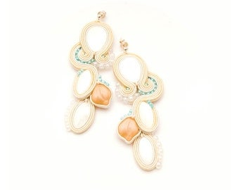 Rustic weddings earrings in ivory and teal color. Bridal beaded jewelry for rustic bride.
