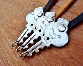 Vintage Key Bracelet - American Tourister Bellhop - 1960's - Luggage - Latigo Leather - Handcrafted - Retro Fashion