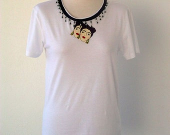 Luci Lü Frida necklace t-shirt