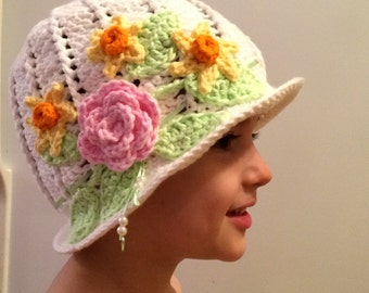 Girls Cloche Style Summer Hat With Flower Ribbon and Pearl Accents. Sun Hat. Beach Hat. Flowers. Pearls. Crochet. Cotton