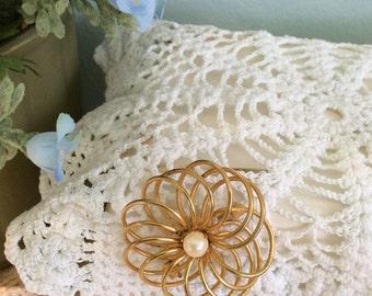 Vintage GoldenTone/Pearl Brooch