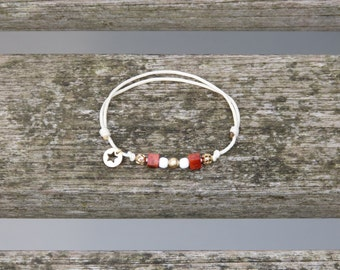 Bracelet Coraline 2 : Adjustable arm candy, coral from the mediteranean sea, gold platted beads and elements, white acrylic beads
