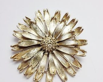 Vintage Flower Brooch Pin