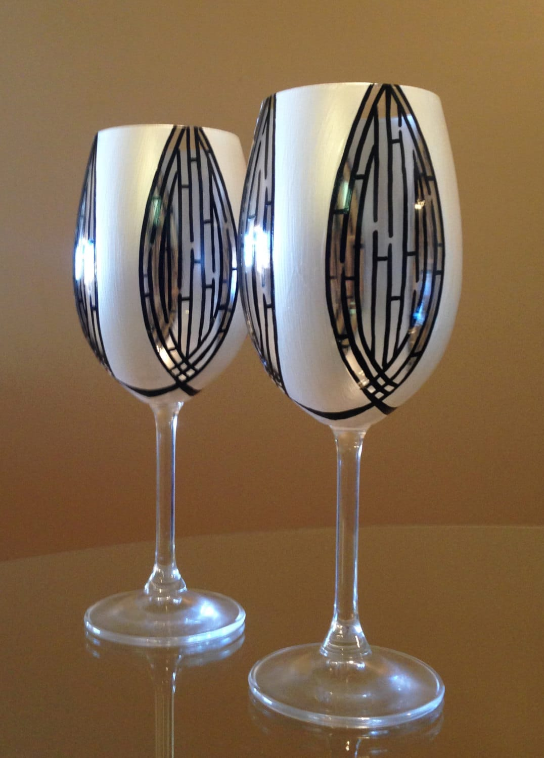In stock hand painted red wine glasses white and black for Hand painted wine glasses