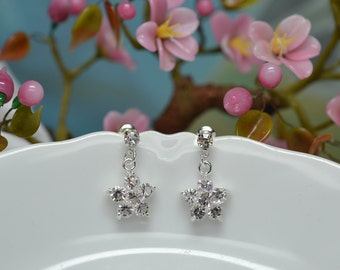 Clear Crystal Flowers, Silver Earrings, Flower Wedding, Bridal Jewelry, Bridesmaid, Prom, Maid of Honor, Valentine, Daisy Crystal, E1467