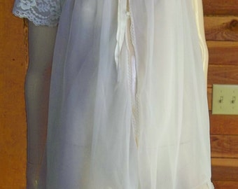Vintage Lingerie 1950s EVETTE White Double Chiffon Peignoir or Robe Petite