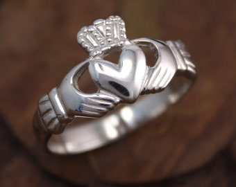 Mens claddagh ring,silver or 14K gold or platinum celtic ring, irish jewelry. Irish ring.
