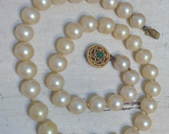 1950's Faux Ivory Pearl Choker Necklace w/ Jade Green & Gold Tone Slide Clasp, Vintage Costume Pearl Necklace, Old Hollywood, Bridal Choker