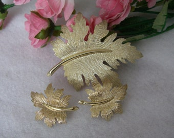 Vintage Emmons Gold Tone Leaf Brooch With Matching Clip On Earrings, Vintage Jewelry Set, Oak Leaf Brooch, Oak Leaf Earrings