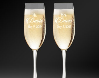 Wedding Champagne Glasses, Set of 2 Glasses,  Personalized Toasting Flutes, Glasses For Bride and Groom, Engraved Flute, Wedding Gift.