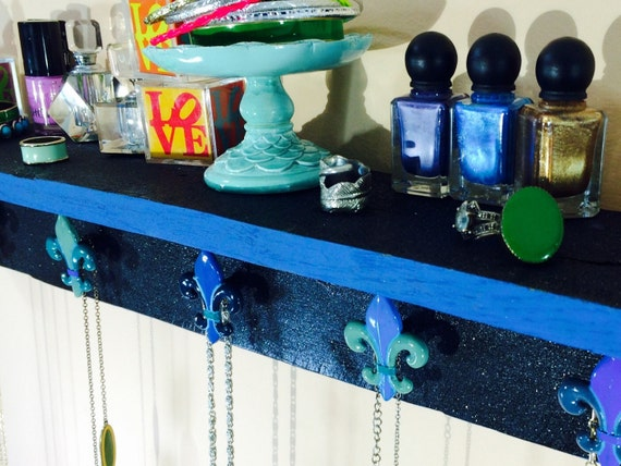 Pallet wood Wall hanging accent shelf /necklace holder /pallet wood wall jewelry hanging black shimmer 5 hand-painted fleur de lis knobs