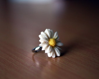 Off white and Yellow Daisy Flower Adjustable Ring