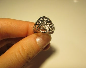 Sterling silver Vintage Carved detail ring, size 6