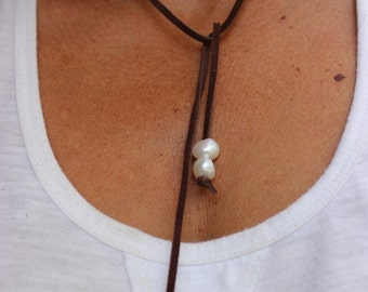 Leather and Pearl Necklace, Leather and Pearl Bracelet, 5 Pearl Bohemian Mermaid Necklace, White Pearl Necklace, Lariat Necklace