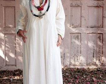 Reserved  Moroccan Long White Kaftan Galabiya 1990 Vintage White and gold Embroidered Kaftan Dress Dress Boho long Dress Ethnic Hippy Dress