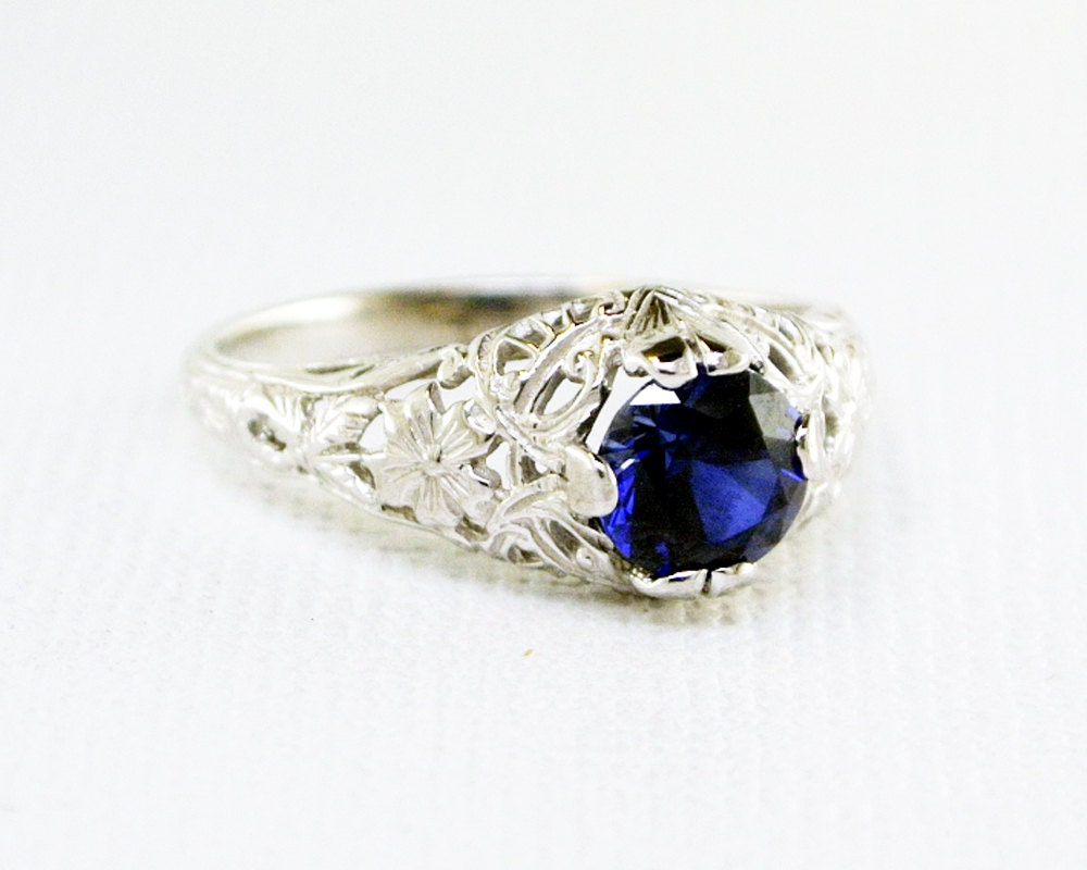 Antique Filigree Blue Sapphire Ring in White Gold // Kashmir