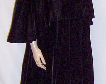 Victor Costa Black Velvet Floor Length Evening Cloak with Attached Capelet