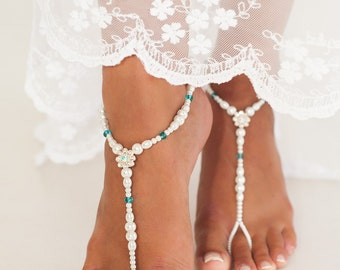 Bead barefoot sandals, Bridal foot jewelry, Pearl and Rhinestone Beach wedding Barefoot Sandals, Swarovski Elements, Something Blue, Anklet