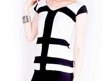 Women's luxurious jersey top // black and white // cap sleeves // V neck