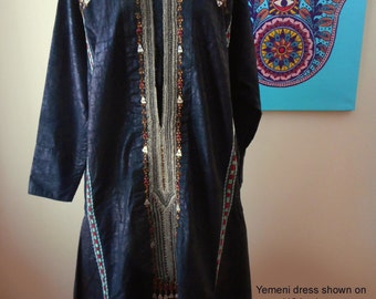 Old Trad. Yemeni BEDOUIN INDIGO rare Jabal Harazs dress. Authentic vintage, organic indigo embroidered collectible from Yemen