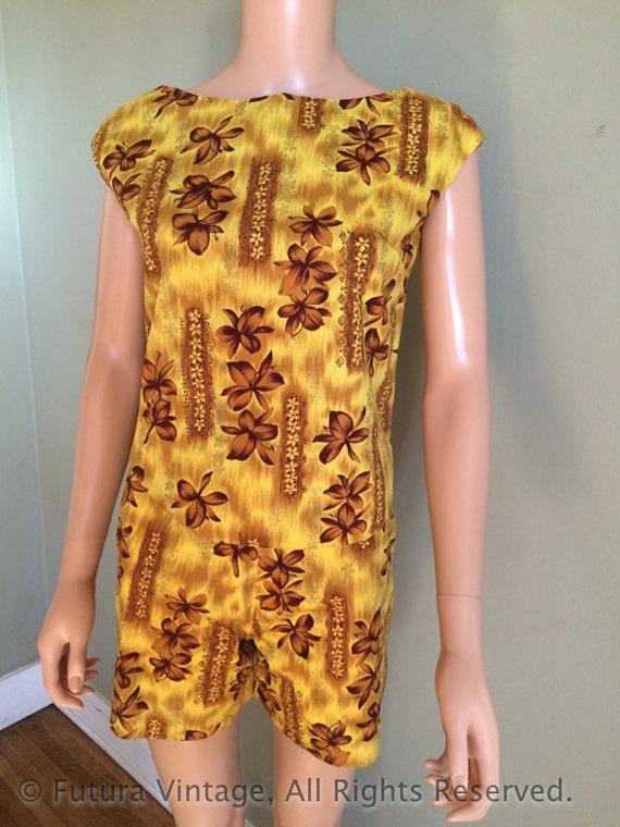 1950s Hawaiian Sports Shop Golden Plumeria Print Two Piece High Waist Shorts & Pullover Top Set-XS