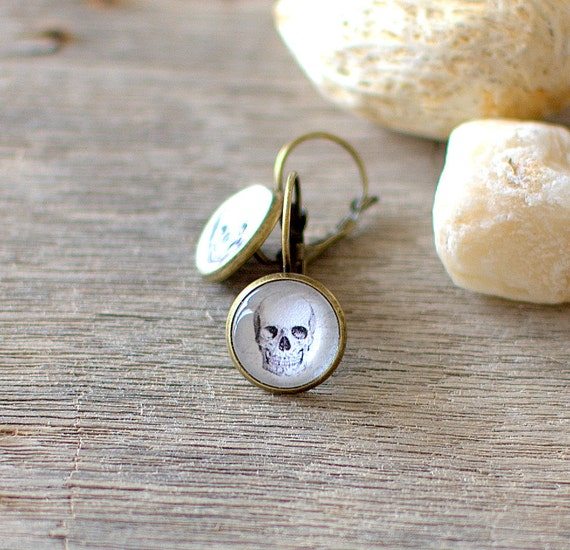 Skull Earrings. Human Skull Post Earrings. Vintage Skull Stud Earrings.