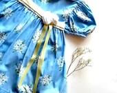 Vintage Girls Dress. Ruffled Eyelet Lace.  Easter Portrait Dress. Girls Size 4. Spring Pastel Blue. Rustic Prairie Chic