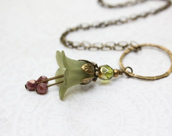 Green Lucite Flower Necklace Trumpet Bell Flower Pendant Floral Jewelry Woodland Wedding Rustic Hammered Brass Boho Chic Nature Jewelry