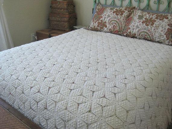 vintage bed spread crochet chose couvre lit par nehiandzotz. Black Bedroom Furniture Sets. Home Design Ideas