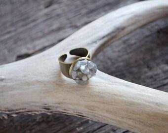 Labradorite statement ring, raw labradorite ring, rough cut labradorite jewelry, boho bride, labradorite mineral ring, bohemian wedding