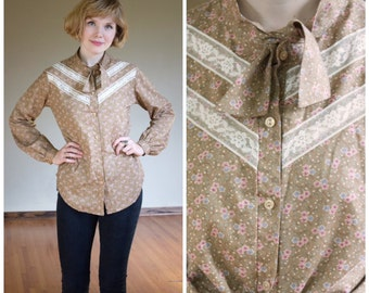 ON SALE Little Blouse on the Prairie Top * Vintage 1970s Shirt * Size M