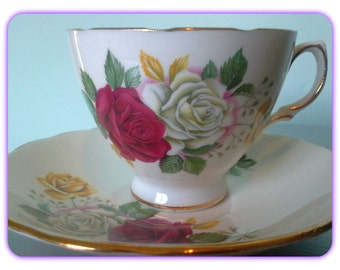 Vintage Teacup and Saucer Roses Royal Vale #8142/English Teacup and Saucer Roses 8142/Vintage English Roses Teacup and Saucer/English China