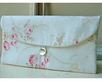 Shabby Chic clutch, Bridesmaid Gift, Bridesmaid Clutch, Wedding Party Favor, Shabby Chic gift, for her, cosmetic bag, pink roses, bridal