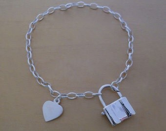 """925 Sterling Silver Oval Linked Chain Charm Bracelet 7.5"""" Long with HEART & PADLOCK"""