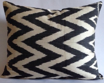 """IKP-000129-15""""x18"""" Original hand loomed Ikat velvet pillows case with hidden zipper located on the side,back fabric is linen"""