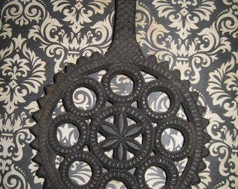 Vintage gear looking hot plate trivet