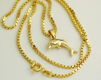 Beautiful, vollplastischer 18-karätiger Dolphin PENDANT with necklace 333 gold