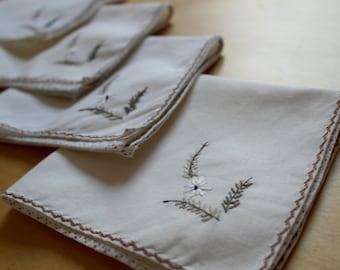 Set of 4 Vintage Embroidered Linen Tea / Dinner Napkins - Vintage Linen