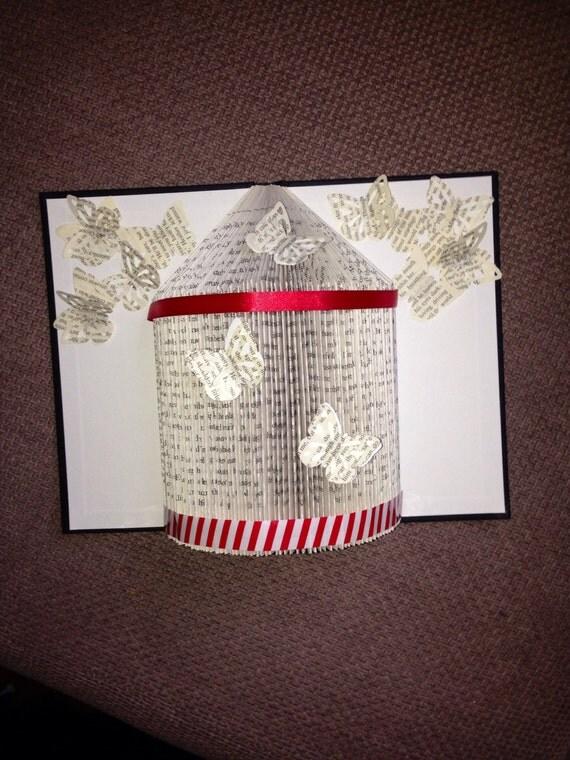articles similaires cage oiseaux issus de livre pli e rouge cadeau de no l unique fait. Black Bedroom Furniture Sets. Home Design Ideas